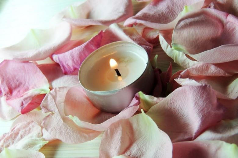 rtf123 rose petals candle